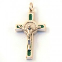 Croix de cou Saint Benoît verte