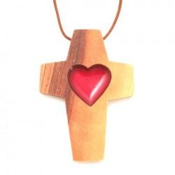 Croix pendentif Coeur rouge en olivier
