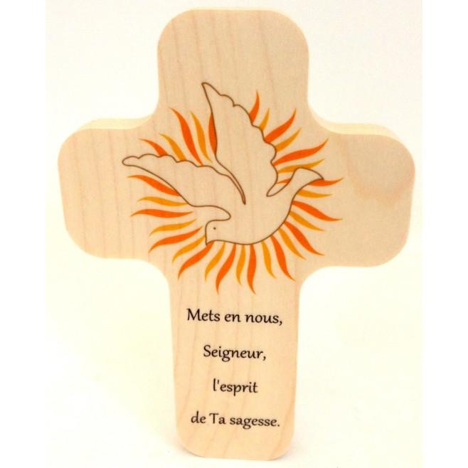 """Croix en érable """"Colombe, bougie, bible"""""""