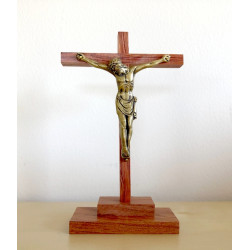 Calvaire en bois avec Christ en bronze